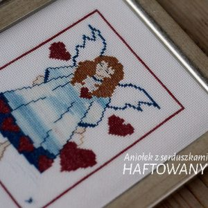 Aniołek z serduszkami | wyszywany haftem krzyżykowym | upominek na chrziny lub komunię