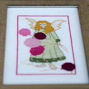 Aniołek z balonikami   wyszywany haftem krzyżykowym   upominek na chrziny lub komunię