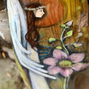 """""""Anioł Nowego Życia"""" malowany na drewnie, najlepszym prezentem dla noworodka lub dziecka na chrzcinach albo na prezent ślubny z życzeniami potomstwa, ale także dla każdego tego, kto rozpoczyna nowy rozdział swojego życia.  Angel painted on wood"""