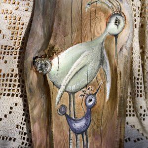 Prezent dla młodych rodziców, lub małżeństwa spodziewającego się potomstwa, albo jako symbol opieki rodzicielskiej wręczony rodzicom podczas wesela przez parę młodą| Birg painted on wood