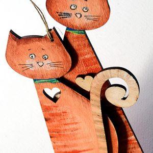 Para dużych kotków połączona serduszkiem