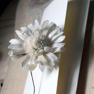 Zaproszenia ślubne - MARGERYTKOWY CZAR | Ręcznie robione z przestrzenną margerytką | Przewiązane atłasową wstążeczką w wybranym kolorze