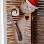 Kot świąteczny w czapce mikołajowej - upominek na święta