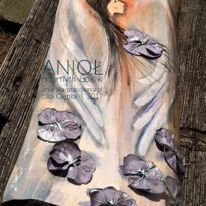 Anioł Srebrnych Godów przeznaczony jest dla małżeńskiej pary odbchodzacej 25-lecie ślubu