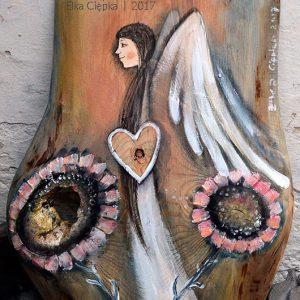 Anioł Wyjątkowej Fantazji będzie pięknym prezentem dla kogoś obdarzonego bogatą wyobraźnią i wyjatkową fantazją lub dla tego, komu jej brak
