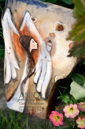 Każdy zasługuje na miłość! Anioł przeznaczony dla osoby, której życzysz wszechobecnej miłości każdego dnia i w każdym momencie.